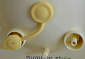 Medela Pump In Style Advanced port cap set to single pumping