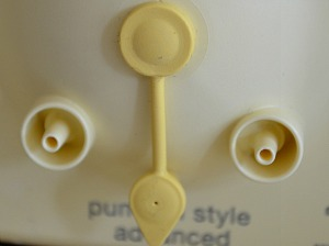 Medela Pump In Style Advanced port cap set to double pumping